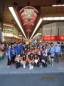 台湾・高雄にある本校の姉妹校 道明中学高級学校生21名が2015年7月18日(土)にやってきました。松山初日の夜に土曜夜市に行ってきました。この日は愛光生は試験のため、教員で引率しました。