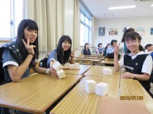 中1e組の生徒と共に。