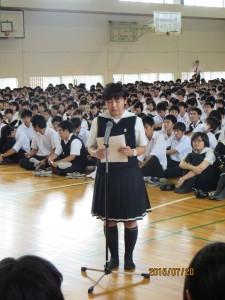 愛光生代表挨拶。高Ⅰ生と中2生が日本語と英語で挨拶しました。
