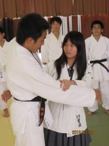 柔能剛制。小さい者でも、非力な女子でも、きれいに一本!日本らしさをアピールしました。