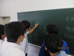 漢字を書いて何と読むか。どんな意味かを確認し合うなどしています。