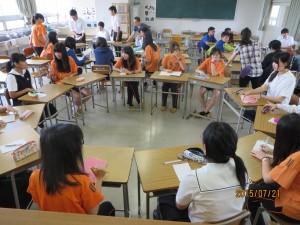 3グループに分かれて、名前や趣味、日本のこと、台湾のこと、またそれぞれの国の違いについて話しました。