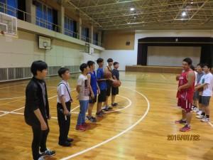 最後の夜には道明の男子生徒が寮に宿泊しました。そこで寮自治会のメンバーたちが歓迎会を開いてくれました。