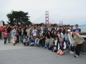 そして最後はGolden Gate Bridgeを歩いて(中には走った生徒もいました)渡りました。(これは渡る前の一枚です。)