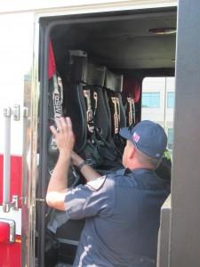 興味深いのは,消防署と警察署を一つの署として持っており,勤務されている方々は,ある日は消防士・翌日は警察官として任務に当たられています。