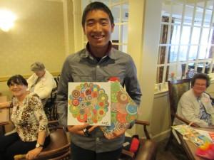 Bingoゲームの勝者には、こちらの居住者のAlbertさんが描かれた絵をプレゼントとして頂きました。
